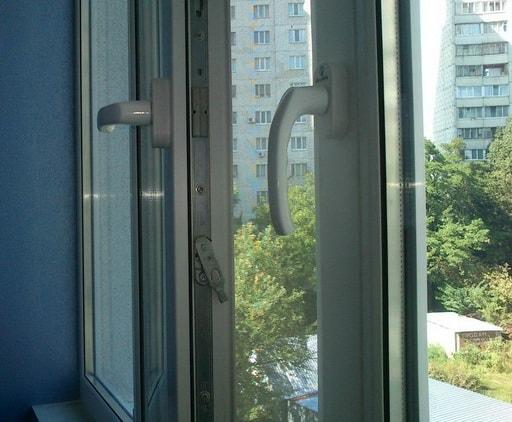 Що робити якщо не закривається пластикове вікно